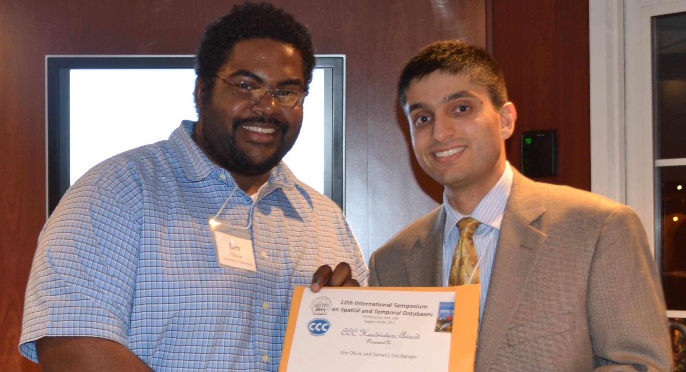 Dev Oliver, University of Minnesota, receiving the First Place Headwaters Prize, to include a $1,000 travel award.