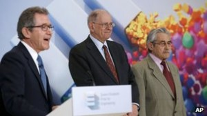 Lord Browne (L) with Robert Kahn (C) and Louis Pouzin (R) [credit: BBC]